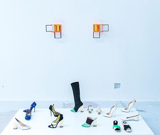 andreabuccella_AI_roman_inspiration_guidi_gallery_03_designer Giannico, opera di Nahum Tevet, archivio Annamode_web copia